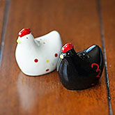 Black and White Hen Salt & Pepper Shakers